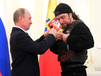 Для получения «Ордена Почета», кажется, достаточно просто очень горячо поддерживать политику Путина // kremlin.ru