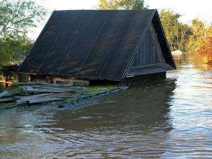 Более 100 населенных пунктов на востоке России оказались затоплены водой // Russian Look