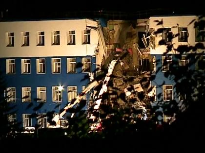 Обрушение казармы в Омске стало самой резонансной катастрофой последних недель в РФ // Youtube