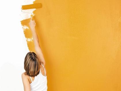 Стены, выкрашенные в оранжевый цвет, наполнят вас хорошим настроением и энтузиазмом // Shutterstock