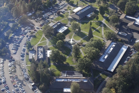 Панорамный вид колледжа в Орегоне, где произошла трагедия // Global Look Press