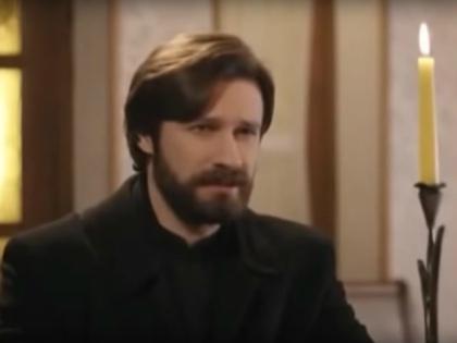 В роли о. Матвея –  Владимир Колганов // Стоп-кадр YouTube