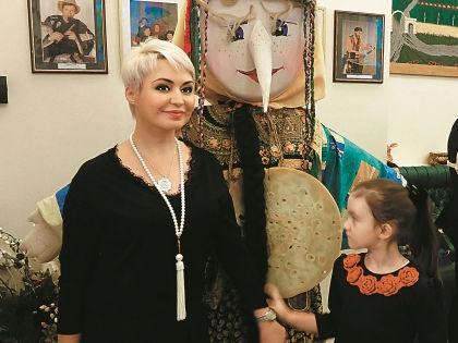 Катя Лель с дочерью Эмилией  // Олеся Супряга