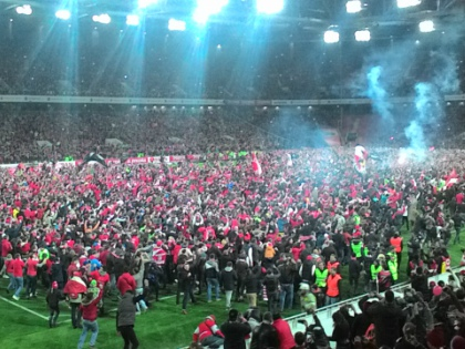 Игра 29 тура РФПЛ на стадионе «Открытие Арена» закончилась беспрецедентной акцией болельщиков // Sobesednik.ru