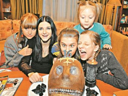 В 2007-м зрители впервые познакомились с героинями впоследствии полюбившегося ситкома: Машей, Дашей, Женей, Галиной Сергеевной и Пуговкой // архив редакции