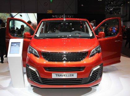 Стоимость базовых версий Peugeot Traveller и Citroen Spacetourer составит 1 млн. 999 тыс. рублей, а топовые модификации обойдутся уже в 2 млн. 599 тыс. рублей // Global Look Press