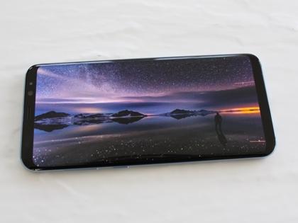 Немецкие тестеры подвергли Samsung Galaxy S8 испытанию, которое позволяет оценить, насколько хорошо устройство переносит падения // Philip Dethlefs / Global Look Press