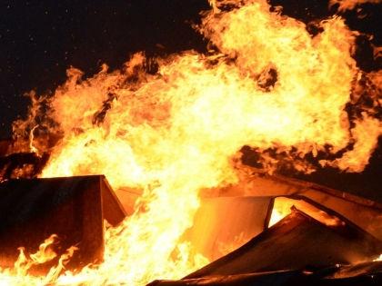 Случайный прохожий вытащил сапожника из горящей обувной мастерской // Anatoly Lomohov / Russian Look