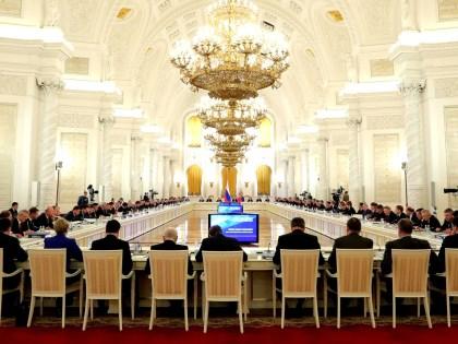 Чиновникам перед устройством на новую работу предложат проходить специальную комиссию // Kremlin Pool/Global Look Press