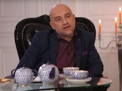 Захар Прилепин в своей новой телепрограмме «Чай с Захаром» // Стоп-кадр YouTube