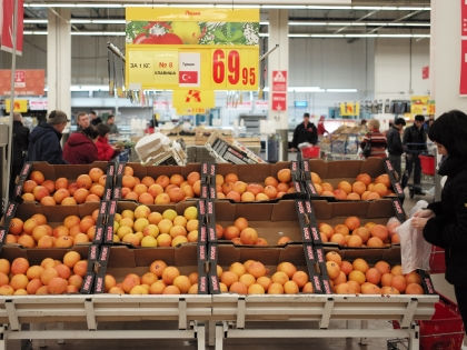 Согласно результатам опроса, большинство россиян не заметили дефицита импортных продуктов // Global Look Press