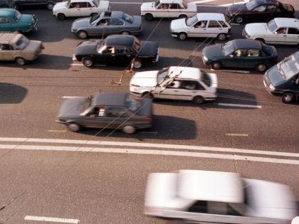 Из-за аварии сотрудники ГИБДД ограничили движение по трассе // Global Look Press