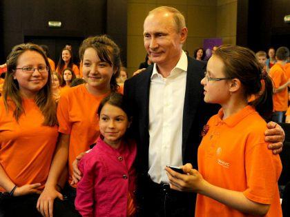 Ленин и дети, Сталин и дети... Путин и дети // Global Look Press