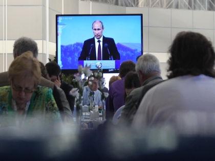"Многие хотят просто сказать Путину спасибо за все и ""храни вас Бог"" // Global Look Press"