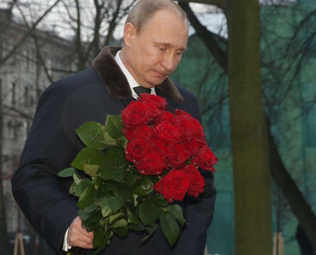 Владимир Путин пока так и не обратился к нации... // Russian Look