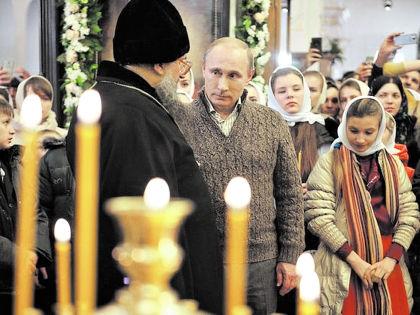 Владимир Путин на рождественской службе // Пресс-служба президента РФ