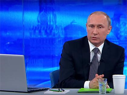 На «Прямой линии» с Владимиром Путиным, которая пройдет 14 апреля, будут нововведения // Кадр «Прямой линии» с Владимиром Путиным 2015 года