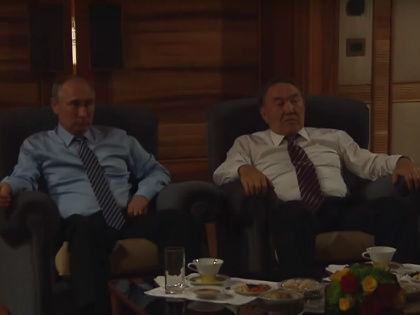 Владимир Путин и Нурсултан Назарбаев смотрят фильм «28 панфиловцев» // Стоп-кадр YouTube