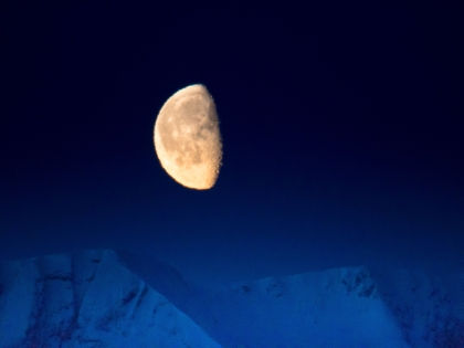 Некоторые лунные участки приняли на себя по три метеоритных удара // Global Look Press