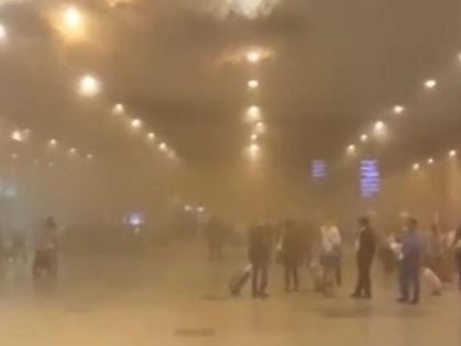 В здании терминала произошло задымление // Кадр YouTube