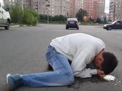 Подросток под действием спайса // Кадр YouTube