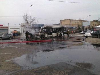 Автобус сгорел на Молодогвардейской улице // Sobesednik.ru