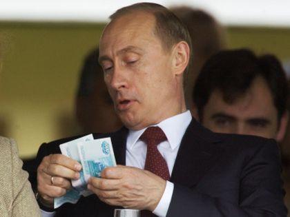 Владимир Путин и деньги // Сергей Гунеев / РИА «Новости»