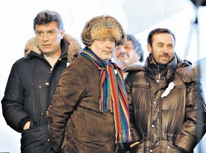 Немцова (слева) убили, на Пономарева (справа) завели уголовное дело, Акунин уехал сам // РИА «Новости»