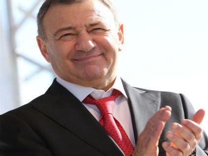 В декабре 2014 года Геннадий Тимченко отказался от проекта, сославшись на репутационные риски // Russian Look