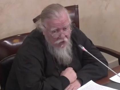 Протоиерей Димитрий Смирнов считает, что ЕГЭ «всему народу противно» // Кадр: Youtube