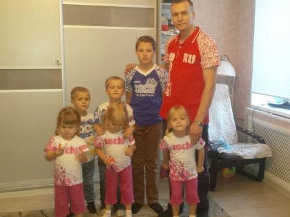 Антон закрыл бизнес, чтобы воспитывать шестерых детей // семейный архив