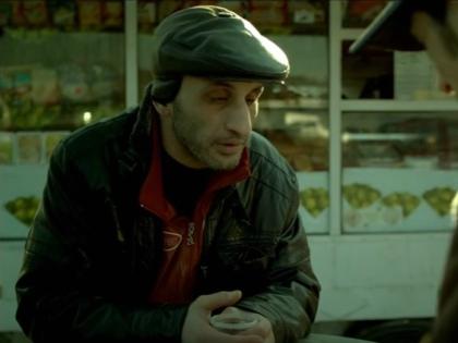 В центре событий сериала «Салам Масква» – конфликт двух полицейских. Один – русский, ярый националист, а другой – лицо кавказской национальности, аварец // Стоп-кадр YouTube