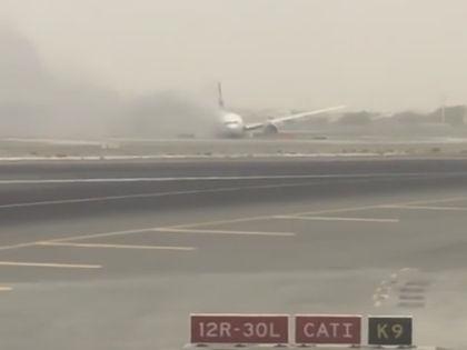 Экстренная посадка самолёта в Дубае // Стоп-кадр / Youtube
