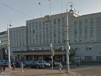 Инцидент произошел около здания администрации областного центра на площади Победы // Google Street View