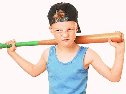 Мальчик с битой // Shutterstock
