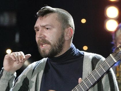 Сергей Шнуров пел на сцене шоу «Новая волна» матом //  Максим Бурлак / Russian Look