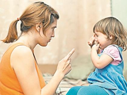 Никогда не наказывайте ребенка на публике // Shutterstock