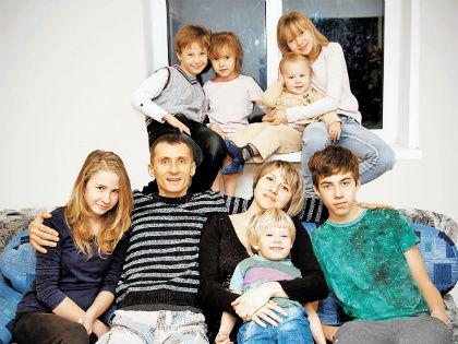Многодетные астраханки, объединившись, второй год пытаются вернуть права своим семьям // Shutterstock