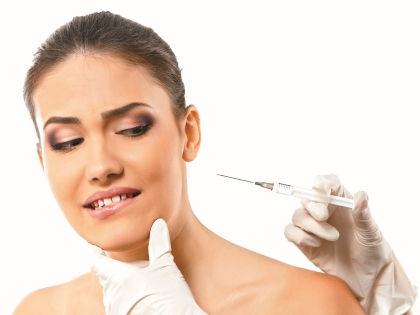 Опасаясь старения, многие женщины неоднократно ложатся под нож хирурга // Shutterstock