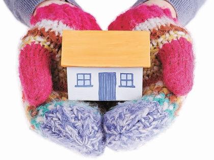 Подготавливать дом к зиме нужно с осени // Shutterstock