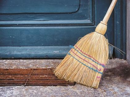 С помощью веника можно прогнать домового  // Shutterstock