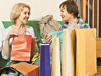 Общий гардероб с подругой – отличное решение в кризис // Shutterstock