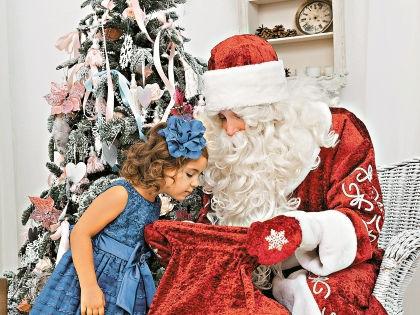 Новогодние праздники – хлопотное время для любых родителей // Shutterstock