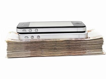 Основным доходом мобильный заработок не станет, но он может помочь выжить в кризис // Shutterstock