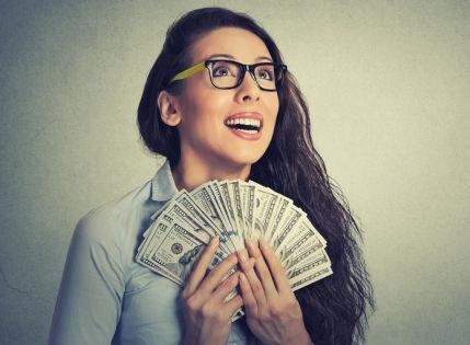 Должника можно выманить в суд с помощью sms-переписки // Shutterstock
