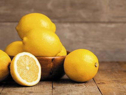 Лимон начали выращивать так давно, что дикий его предок успел исчезнуть // Shutterstock