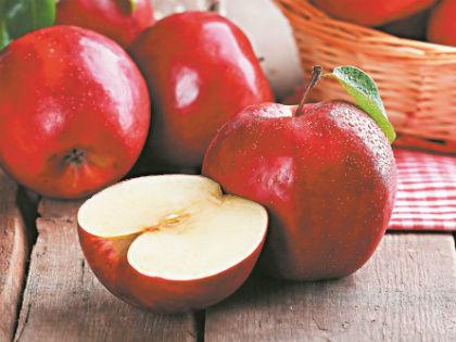 Остерегайтесь яблок слишком красивых, совершенно одинаковых, липких и блестящих // Shutterstock