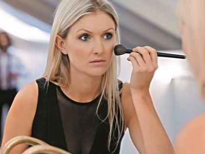 Не все женщины знают о преимуществе использования кистей для макияжа // Shutterstock