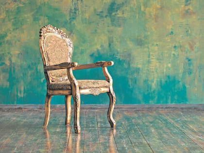 На сайте госзакупок Законодательное собрание Петербурга опубликовало конкурс на покупку стульев для депутатов // Shutterstock