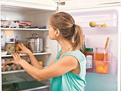 Не загружайте холодильник до отказа – из-за этого в нем плохо циркулирует воздух // Shutterstock